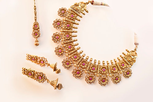 Gorgeous Golden Necklace Set with Beautiful Pink Stones