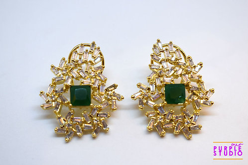 Golden Maze Earring with Beauty of Emarld