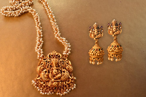 Beautiful Ganeshji Necklace Set in White Pearl