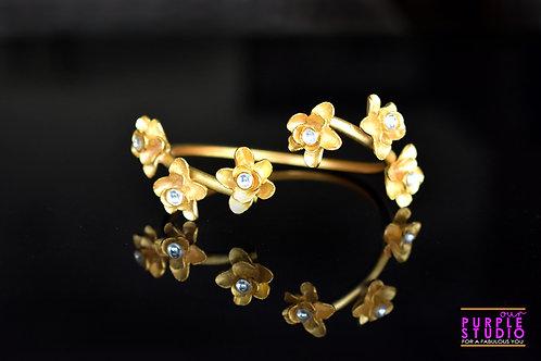 Eye Catching Golden Floral Bracelet