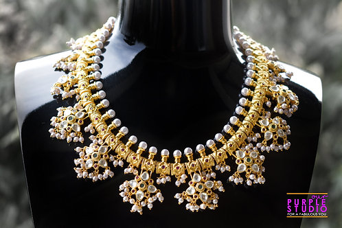 Gorgeous Golden Necklace Set in Kundan