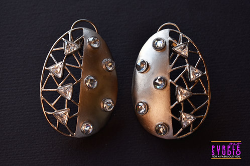 Smart Unconventional Antique Oval Danglers