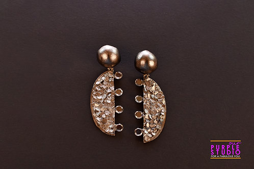 Fashionable Cocktail Earring in Black texture