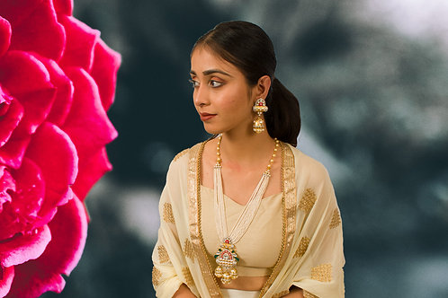 Gorgeous Kundan Necklace Set with gorgeous pendant and earrings