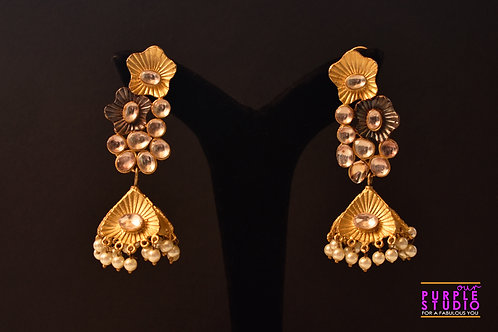 Handcrafted Delicate Golden Earring in Kundan