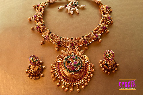 Gorgeous Golden Necklace Set with real kemp stones