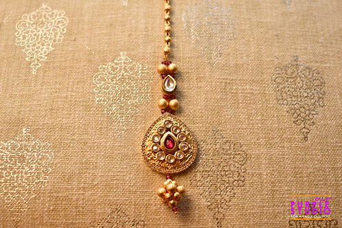 Bridal Golden Maang Tikka in Kundan with a touch of Red