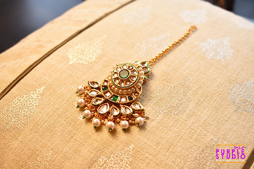 Beautiful Green Bridal Maang Tikka in Kundan and Soft Pearls