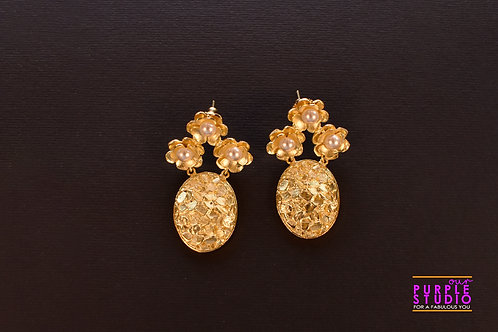 Smart and Elegant Golden Floral Fusion Earring