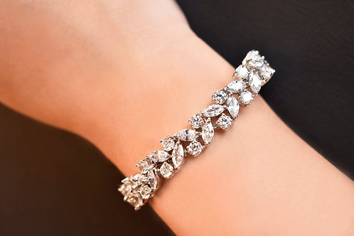 Sophisticated Leaf shaped AD Bracelet