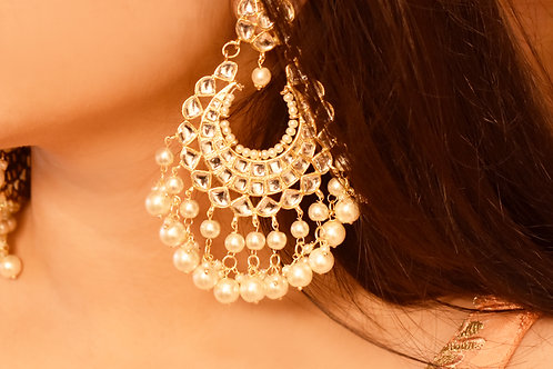 Youthful Kundan Chandbali with white pearl