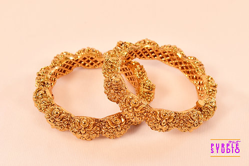 Sophisticated Pair of Golden Bangles