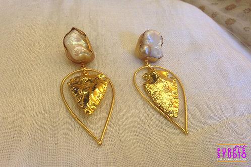 Trendy Golden Heart Rough Stone Earring