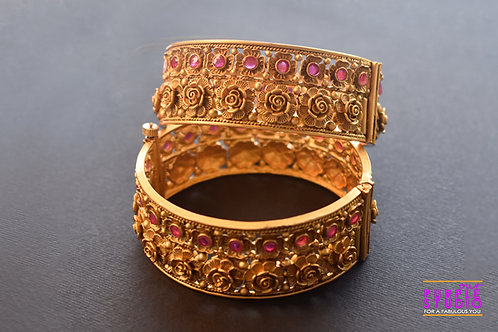 Sophisticated Pair of Golden Floral Bangles with Pink Stones