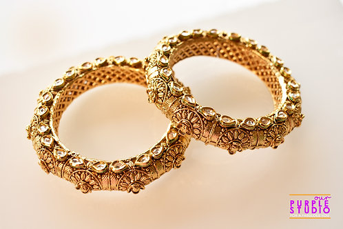 Sophisticated Pair of Golden Kundan Bangles