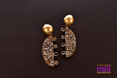 Fashionable Cocktail Earring in Gold and Black texture