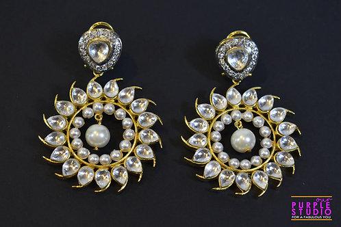 Sophisticated Chandbali in Kundan and Pearl