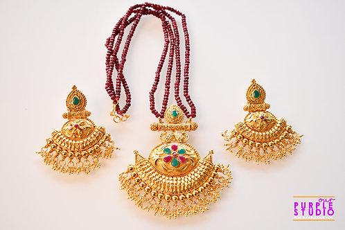 Gorgeous Golden Pendant Set in Maroon Beads