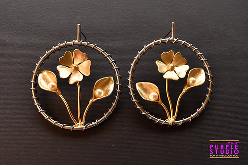 Smart Unconventional Floral Earring