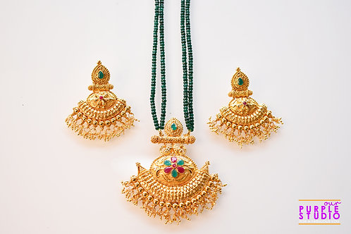 Gorgeous Golden Pendant Set in Green Beads