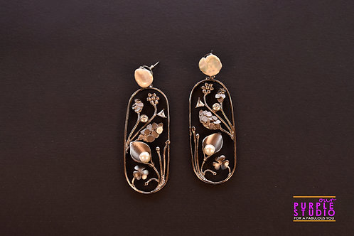 Fashionable Earring in Cylindrical Shape with self design
