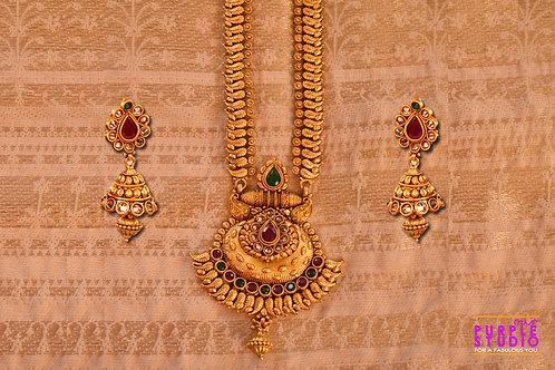 Captivating Golden Necklace Set