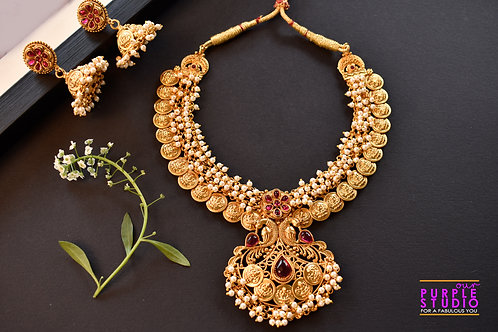 Gorgeous Golden Necklace Set adorned with Pearl