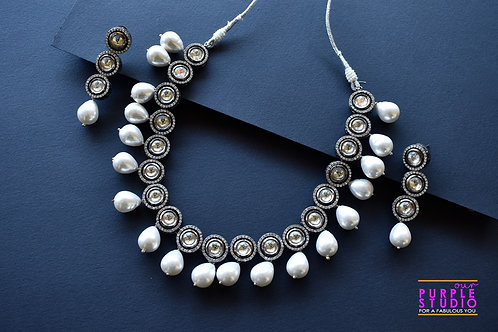 Sophisticated Kundan Necklace Set with Pearl Drop