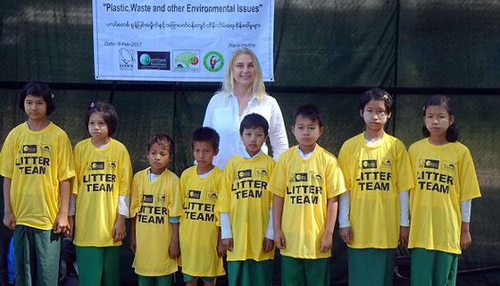 Children collecting litter 4.jpg