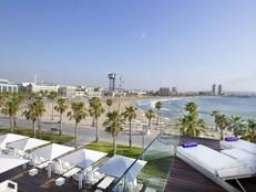 Agosto de terraceo de lujo por los hotel