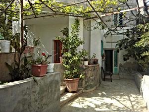 بيت طابقين للبيع في الزرقاء الزواهره بسعر مغري بالأقساط