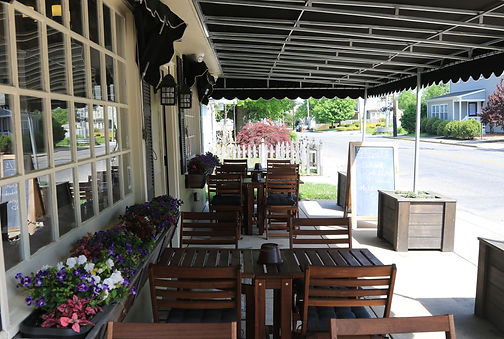 Matthews Seafood Market Restaurant outdoor patio