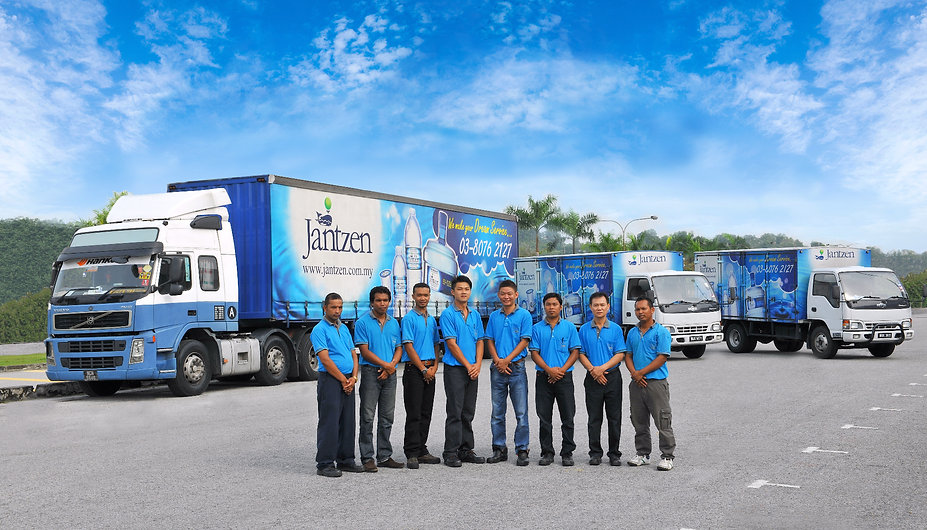 Jantzen lorry and drivers