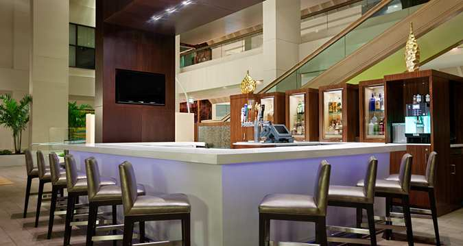 HH_airportbar001_62_675x359_FitToBoxSmallDimension_Center.jpg