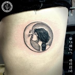 girl kissing moon_sm.png