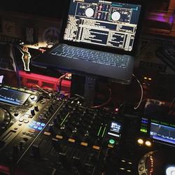 Back to _theboxnyc playing the music we like _gizaselimi #theboxnyc #djfrankieflowers #frankieflower