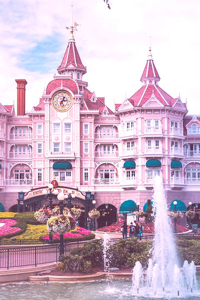 Disneyland Paris: Onsite vs Offsite | The Organised Explorers