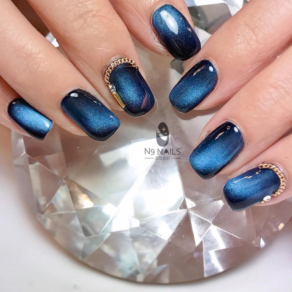 高貴的貓眼,光澤般的人魚眼淚藍彩繪指甲