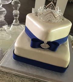 Royal_Cake_blue_white_bling_crown.jpg