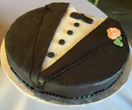 Grooms_Cake_tuxedo_boutonniere.jpg