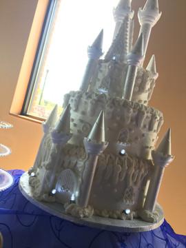 Royal_Cake_white_castle.jpg