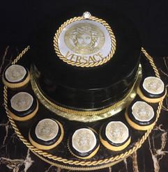 Royal_Cake_Versace_black_gold_cupcakes.j