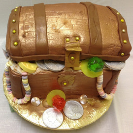 Cake_treasure_chest_gold_jewelry_dabloon