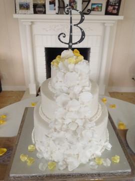 Wedding_Cake_yellow_white.JPG