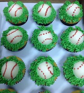 Cupcakes_baseball.JPG