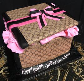 Woman_Birthday_Cake_Gucci_box_pink_black