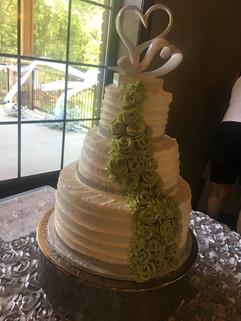 Wedding_Cake_white_green_roses_heart_top