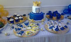Royal_Cake_blue_white_gold_crown_cookies
