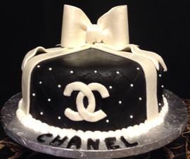 Woman_Birthday_Cake_black_quilt_Chanel.j