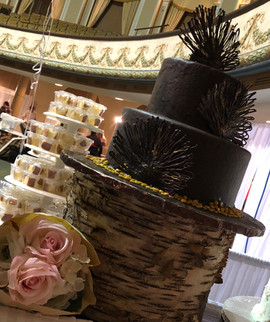 Wedding_Cake_chocolate_rustic_stump.jpg